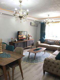 Mavi vurguların ferah ve dingin bir his kattığı, uyumlu ve şık bir ev. Home Design, Interior Design, Living Room Designs, Living Room Decor, Color Harmony, Blue Accents, Being A Landlord, Sweet Home, Home Decor