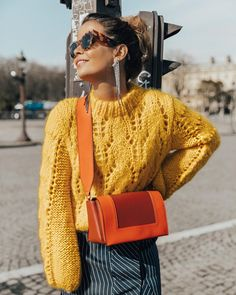 Yellow knit sweater, orange and red crossbody bag, yellow sweater and red bag combo, knitted sweater, pop of red outfit Fashion Me Now, Look Fashion, Winter Fashion, Fashion Outfits, Womens Fashion, Stylish Outfits, Spring Fashion, Beige Outfit, Glamour