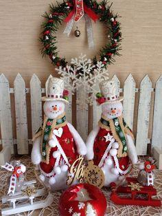 Снеговички Christmas Stockings, Christmas Wreaths, Christmas Ornaments, Holiday Decor, Home Decor, Needlepoint Christmas Stockings, Holiday Burlap Wreath, Christmas Ornament, Interior Design