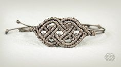 Celtic Bracelet Tutorial in Vintage Style by Macrame School (with beautiful Bach Prelude). All tutorials in Vintage style you can see here: http://goo.gl/25L...