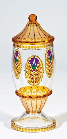 Deckelpokal Glasfachschule Haida (Entwurf), Johann Oertel & Co., Haida (Ausführung), um 1915 Farbloses, teils gelb lasiertes Glas mit Schwarzlot
