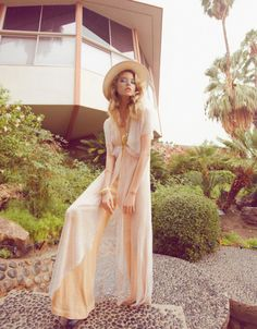 flowy wide legs pants and a wide brimmed hat are the perfect nod to 70s style