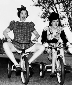 Fanny Brice & Gracie Allen having a race, at Fanny's birthday party. Hooray For Hollywood, Golden Age Of Hollywood, Vintage Hollywood, Broadway, Comedy Duos, Old Time Radio, Marilyn Monroe Photos, Classic Films, Film Stills