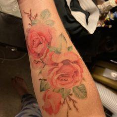 New Watercolor Tattoo Rose Vintage 53 Ideas Realistic Rose Tattoo, Realistic Temporary Tattoos, Sunflower Tattoo Sleeve, Sunflower Tattoo Small, Blue Rose Tattoos, Black Tattoos, Butterfly Neck Tattoo, Hand Tattoos, Faith Tattoos