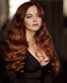 Flipped Out Straight Hair - 30 Best Hairstyles for Long Straight Hair 2019 - The Trending Hairstyle Ginger Hair Color, Red Hair Color, Hair Colors, Red Hair Red Dress, Color Caoba, Silky Smooth Hair, Short Red Hair, Beautiful Red Hair, Beautiful Beautiful