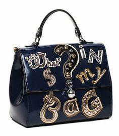 Braccialinipropone nella collezione Tua, una nuova capsule Questions. Lascia che sia la tua borsa a fare le domande per te.