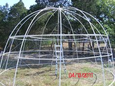"Pictures of a ""build it yourself"" PVC Dome Greenhouse/pool cover"