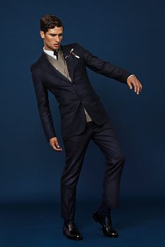 Louis Vuitton slicking it up for men in winter 2012.  Digging this suit! #suit