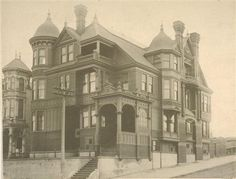 San Fancisco Architecture : Houses lost in the April 1906 San Fransisco Earthquake and subsequent fire. Tuscan Style Homes, French Style Homes, American Mansions, San Francisco Earthquake, Abandoned Buildings, Abandoned Places, Old Houses, Huge Houses, Victorian Homes