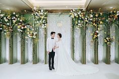 ไม่มาก ไม่น้อยเกินไป #ฟุ้งฟุ้ง #อุโมงค์ #flowerbackdrop #floraldesign #flowers #flowersdesign #decoration #wedding2018 #thaiwedding Backdrop Decorations, Backdrops, Wedding Decorations, Alter Decor, Aisle Style, Stage Design, Photo Booth, Wedding Events, Wedding Dresses