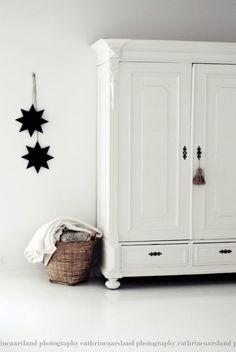 love the simplicity with white armoire, wicker basket and simple wall decoration. Kids Furniture, Painted Furniture, Funky Furniture, Furniture Outlet, White Furniture, Discount Furniture, Luxury Furniture, Furniture Design, Tv Armoire