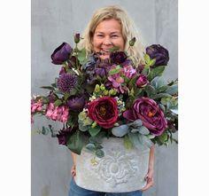bukiet / kwiatowa kompozycja Ballada Memorial Flowers, Purple Plants, Purple Rooms, Pastel Flowers, Room Themes, Flower Decorations, Funeral, Artsy Fartsy, Tablescapes