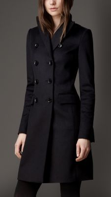 Explore all women's clothing from Burberry including dresses, tailoring, casual separates and more in both seasonal and runway designs Dress Coats For Women, Pijamas Women, Mode Mantel, Stylish Coat, Coat Dress, Classy Outfits, Glamour, Fashion Looks, Women Wear