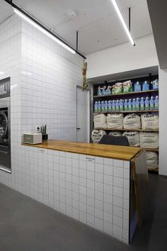 Laundromat Business, Laundry Business, Coin Laundry, Laundry Shop, Laundry Center, Retail Interior Design, Dormitory, Bathroom Inspiration, Coffee Shop