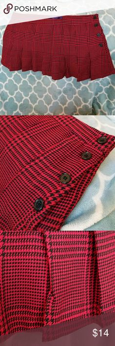MAX AZRIA RED HOUNDSTOOTH MINI SKIRT Pleated red & black houndstooth mini skirt, with button-up side Max Azria for Miley Cyrus Skirts Mini