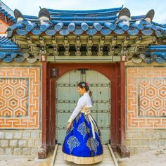 Renting a Hanbok in Seoul Korean Traditional, Traditional Dresses, South Korea Culture, Cities In Korea, Korean Friends, Korea Dress, Living In Korea, Plan My Trip, Korean Hanbok