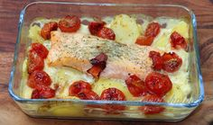 Leckerer Kartoffel- Tomaten Lachsauflauf :) Lasagna, Foodblogger, Ethnic Recipes, Desserts, Salmon Casserole, Browning, Souffle Dish, Eat Lunch, Food Dinners