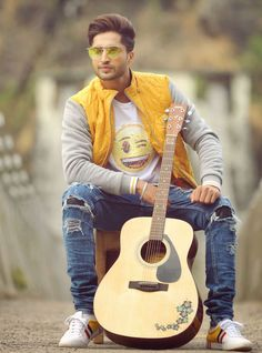Jassi Gill Hairstyle, Love Background Images, Sad Pictures, Boys Dpz, Boy Poses, Famous Singers, Film Industry, Men's Collection, Celebrity Crush