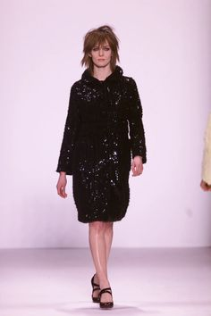 Marc Jacobs Fall 2001 Ready-to-Wear Collection - Vogue Fashion Seasons, Fashion Show, Fashion Design, Marc Jacobs, Ready To Wear, Runway, High Neck Dress, Vogue, Fall