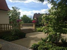 Roślinność przy dworku.  #projektowanie ogrodów, #hurtownia kamienia, #projektowanie ogrodów Toruń, #projektowanie ogrodów Bydgoszcz, #ogrody Toruń, #ogrody Bydgoszcz