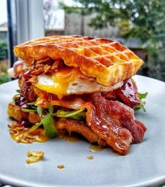 Southern Chicken Waffle Burger With Egg & Maple Glazed Bacon Recipe by Natalie Marten - Southern Chicken Waffle Burger With Egg & Maple Glazed Bacon Recipe by Natalie Marten – Cookpad Es - Bacon Recipes, Healthy Recipes, Burger Recipes, Freezer Recipes, Freezer Cooking, Drink Recipes, Cooking Tips, Waffle Iron Recipes, Salads