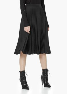 The high waisted MANGO pleated skirt is so trendy right now, you need to have it! Click to buy on ShopStyle!