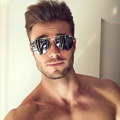 9 of the Most Iconic Sunglass Styles For Men Beautiful Men Faces, Herren Outfit, Mens Glasses, Male Face, Attractive Men, Beard Styles, Cute Guys, Cute Men, Male Beauty