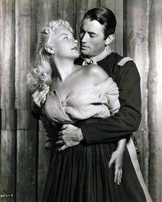 """Gregory Peck y Barbara Payton en """"Sólo el valiente"""" (Only the Valiant), 1951."""