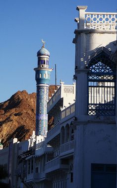 Beautiful islamic architecture in Muscat, Oman (by Ravenchick).