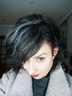 Hair Dos, My Hair, Grey Hair Young, Charcoal Hair, Grey Hair Inspiration, Gray Instagram, Salt And Pepper Hair, Magic Hair, Gray Matters