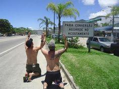 Nem uma placa de tr�nsito. | 21 provas de que o brasileiro � capaz de fazer piada com qualquer coisa