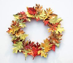 Aluminum Can Leaf Wreath Tutorial what a beautiful decoration for the fall season Diy Fall Wreath, Wreath Crafts, Fall Wreaths, Diy Crafts, Wreath Ideas, Fall Diy, Easy Fall Crafts, Holiday Crafts, Aluminum Can Crafts