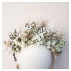 Flower Crown Bride, Flower Crowns, Wedding Shoot, Wedding Ideas, Headpieces, Dried Flowers, Floral Arrangements, Photo Shoot, Floral Wreath