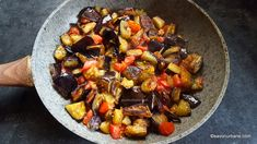 tigaie cu vinete scazute Vegetable Recipes, Meat Recipes, Vegetarian Recipes, Kung Pao Chicken, Love Food, Foodies, Food And Drink, Vegetables, Ethnic Recipes