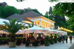 Das Kurhaus im Sommer: Hier stolpert man beim Schlendern oft über Konzerte in der Muschel, da ist von Klassik bis Pop alles dabei. http://www.hotel-am-sophienpark.de