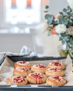 Kermainen broileripiirakka | Annin Uunissa Doughnut, Muffin, Baking, Breakfast, Desserts, Food, Morning Coffee, Tailgate Desserts, Deserts