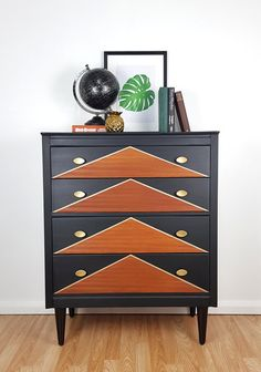 Mid Century Chest Of Drawers Black And Gold Chest Of Drawers Makeover, Modern Chest Of Drawers, Diy Dresser Makeover, Furniture Makeover, Furniture Refinishing, Diy Furniture Projects, Funky Furniture, Painted Furniture, Unique Furniture