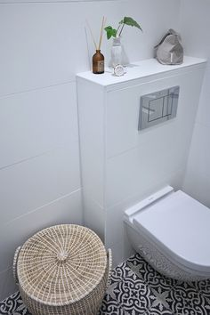 White toilet with moroccan tiles // Marrakech Design Voltaire