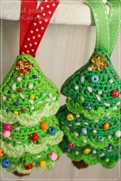 Christmas tree ornament pattern (any excuse to use beads is a good thing)
