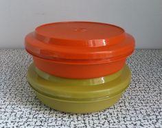 60s-70s-Vintage-Retro-Kitsch-Pair-Tupperware-Plate-O-Bowls-Plastic-Picnic-Set