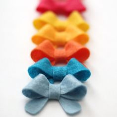 In just 4 easy steps you can have the cutest little bows for hair, as gift toppers or much more. This tutorial includes a pattern.