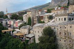 Blick auf die wunderschöne Alstadt Mostars. Die Brücke und die Altstadt wurden 2005 in die Welterbe-Liste der UNESCO aufgenommen. - Bosnien & Herzegovina - Bosnia and Herzegovina