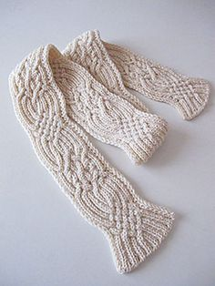 Ravelry: miho555's Reversible aran scarf.  D. Reversible aran scarf 1 (P.8) by Toshiyuki Shimada (嶋田俊之) (book available through Amazon)