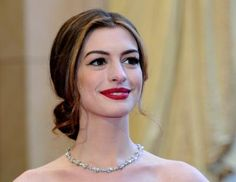 Makeup Tips for Brunettes With Pale Skin