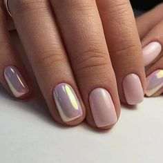 Manicure Unha holográfica, long bob e mais: as inspirações mais curtidas de maio In some nails, the normal pink nail polish combination was beautiful, while in others it was holographic. Pink Wedding Nails, Bridal Nails, Neutral Wedding Nails, Bridal Makeup, Cute Summer Nails, Cute Nails, Fancy Nails, Summer Nail Art, Stylish Nails