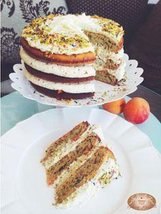 Baking moments: Pistáciová torta s marhuľami a čiernym čajomNie pr...