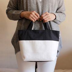 かんたんシンプルなバイカラー帆布トートバッグの型紙と作り方です