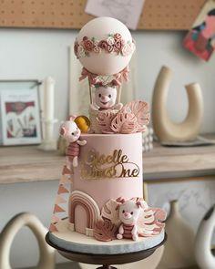 "Shaun Teo Creations🎂 on Instagram: ""Boho Piglet Cake 🐽✨"""