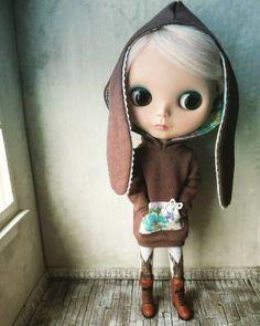 "pommedollies: ""I'm a bunny! Do you think Astrid will like it? #blythe #blythedoll #pommepomme # buraisu #ブライダル """