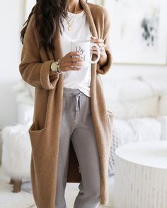outfit lazy days Get the Look! Cute Cozy Loungewear Outfits for Lazy Days! Source by outfits chic Pastel Outfit, Sweatpants Outfit, Looks Street Style, Looks Style, Look Fashion, Fashion Outfits, Fashion Women, Korean Fashion, Winter Fashion